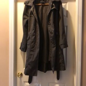 Raincoat with zip outlining